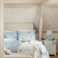 Blue Birds Off White/Seaspray Blue Wallpaper