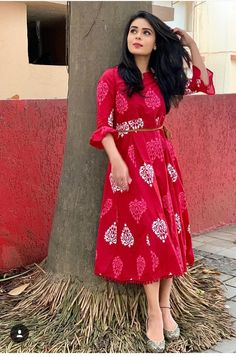28 ideas for dress indian casual simple Kalamkari Dresses, Ikkat Dresses, Stylish Dresses, Simple Dresses, Casual Dresses, Frock Dress, Saree Dress, Saree Blouse, Frock Fashion