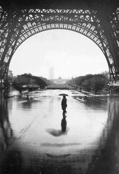 Face reflection under the Eiffel Tower