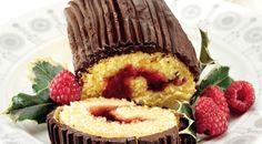 Ricette dolci natalizi: Monica Bianchessi ci propone un delizioso tronchetto al cioccolato e confettura di lamponi.