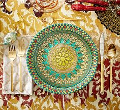 Golden exotic place settings