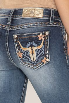 Looking to show off your feminine western style? Shop our Western Art Bootcut Jeans for the perfect feminine piece of western clothing to add to your wardrobe this season now at Miss Me! Cowgirl Style Outfits, Western Outfits Women, Country Style Outfits, Rodeo Outfits, Casual Outfits, Cowgirl Fashion, Summer Cowgirl Outfits, Rodeo Clothes, Farm Clothes