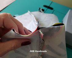 How to Make a Simple Tote Bag - JMB Handmade Diy Fabric Purses, Diy Bags Purses, Sew Bags, Fabric Wallet, Fabric Bags, Denim Tote Bags, Diy Tote Bag, Patchwork Bags, Quilted Bag