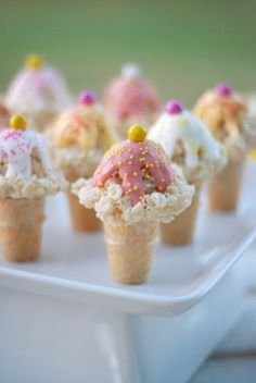 Cute As a Fox: Kelloggs Rice Krispies Ice Cream Cones - ice cream social treats Rice Crispy Treats, Krispie Treats, Yummy Treats, Sweet Treats, Yummy Food, Rice Krispies, Köstliche Desserts, Dessert Recipes, Dessert Healthy