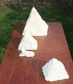 'stapel' opdracht en vrij werk, grove chamotte door meerdere cursisten (9jr)