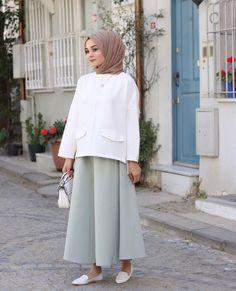 Candy-like feasts from candy - Hijab Clothing Islamic Fashion, Muslim Fashion, Modest Fashion, Fashion Outfits, Street Hijab Fashion, Abaya Fashion, Grey Fashion, Modest Outfits, Dress Outfits