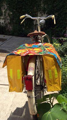 Alforja para bicicleta Tehuana por dHule en Etsy Cycle Saddle Bag, Saddle Bags, Quick Crochet Patterns, Bike Panniers, Bicycle Seats, Bike Bag, Diy Purse, Sewing Blogs, Bike Accessories