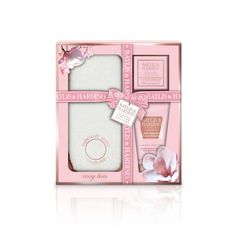 Baylis & Harding Pink Magnolia & Pear Blossom Foot Set. Put a spring in your step with this Luxury Treat for Feet Set. Relax tired feet and ease away aches and pains with Foot Soak Crystals, lather on Foot Lotion to lock in moisture and pop on the Super Soft Socks to keep feet soft and supple.