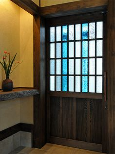木製建具・襖   福岡の古民家再生モデル住宅「風のくら」 土間のある家 Dollhouse Windows, Modern Color Palette, Beautiful Living Rooms, Japanese House, Leaded Glass, Unique Furniture, Architecture, Windows And Doors, Interior Styling