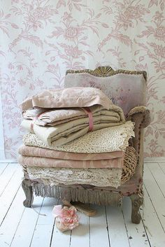 My fav! <3 The wallpaper is gorgeous and look at those lace coverlets. SAWEET!