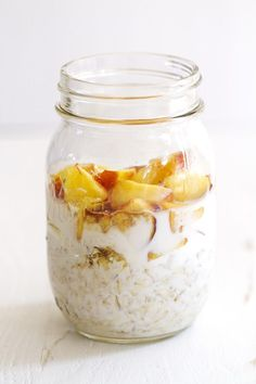 Personalized Graduation Gifts - Ideas To Pick Low Cost Graduation Offers Peaches And Cream Overnight Oats Girlversusdough Easy Overnight Oatmeal Recipe, Easy To Make Breakfast, Best Breakfast, Breakfast Ideas, Breakfast Recipes, Breakfast Smoothies, Oatmeal Recipes, Freezer Recipes, Breakfast