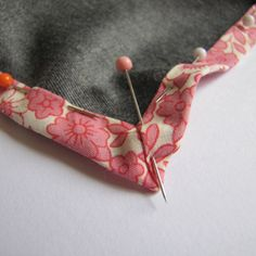In the final of this mini series of bias binding posts - the first two are here & here - we tackle mitred corners.  In particular we ar...