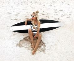 WEBSTA @ ayodyabali - @beaalbero shows the classy style of a #surfergirl. #mengiatbeach #surf #ayodyabali