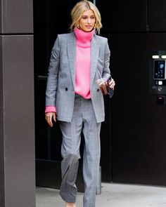 Hailey Baldwin from The Big Picture: Today's Hot Photos Style star! The model steps out looking fashionable in an oversized pant suit and hot pink sweater in NYC. Estilo Hailey Baldwin, Hailey Baldwin Style, Hailey Baldwin News, Star Fashion, Look Fashion, Trendy Fashion, Autumn Fashion, Hot Pink Fashion, Fashion Outfits