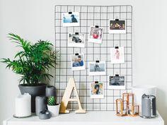 Fotos im Polaroid*-Stil verleihen Ihren Bildern Leben. Ob schlicht und geordnet in einem Fotoalbum, oder stylisch und frech als Wanddeko – Setzen Sie Ihre Fotos im Polaroid-Stil richtig in Szene! Wir haben die besten Basteltipps und kreative Ideen für eine individuelle Raumgestaltung.
