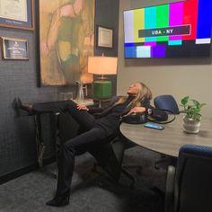 "Jennifer Aniston @jenniferaniston Instagram : ""And it's only Monday 🥺"" Bbc, Nancy Dow, John Aniston, Lorelai Gilmore, Friends Cast, Killer Legs, Instagram Snap, Anna Karenina, Morning Show"