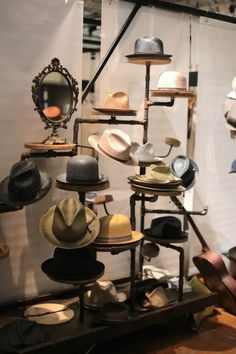 We have a great deal of DIY hat rack ideas for you. So, check out these DIY hat rack concepts to hang your hats and caps on. Diy Hat Rack, Hat Hanger, Cowboy Hat Rack, Cowboy Hats, Casa Bunker, Baseball Hat Racks, Hat Storage, Storage Ideas, Homemade Home Decor