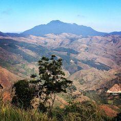 Do alto da montanha dá pra ver as várias faces de #MiguelPereira. #serra #riointerior #mountains #nature #adventure #instamood #BalaiodeEstiloS