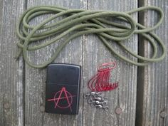Survival fishing: How to make a trotline from paracord - http://survivingthesheep.com/survival-fishing-how-to-make-a-trotline-from-paracord/