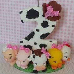 Bom dia! #fazendinharosa #velafazendinharosa Whatsapp (11)9 6544 3022 Fondant Toppers, Farm Party, Clay Animals, Pasta Flexible, Biscuits, Minnie Mouse, Alice, Bolo Fake, Instagram