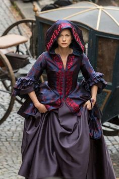 Color and stencil inspiration for hutch ❤️🎨💜 Je Squee Prest ®, Favorite Claire costume Outlander Season 2 Outlander Quotes, Outlander Season 2, Outlander Tv Series, Mejores Series Tv, 18th Century Fashion, Claire Fraser, Actrices Hollywood, Fantasy Dress, Historical Clothing
