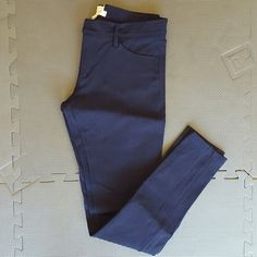 "Factory Gigi Pant with Pockets in Navy Ponte Fabric (rayon,nylon,spandex).  Zip fly.  30"" inseam.  In great condition. J. Crew Pants Skinny"