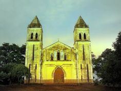 IGREJA EM TENGUA - MOÇAMBIQUE  #igreja #igrejas #igrejacatólica #catolicismo #artesacra #holyart #holyart.pt #moçambique