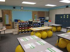 I want this to be my classroom! New Adventures in First Grade: Where it Happens Wednesday! Kindergarten Classroom Setup, Kindergarten Colors, Classroom Layout, Classroom Setting, Classroom Design, Music Classroom, Classroom Organization, Classroom Ideas, School Organisation