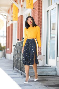 If you are still indecisive about pleated skirts, here is fun printed pleats skirt to try in time for spring. This is another way to style pleated skirts. Work Fashion, Modest Fashion, Skirt Fashion, Fashion Outfits, Female Outfits, Fashion Fashion, Autumn Fashion, Mode Kpop, Corporate Fashion