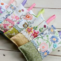 Lavender bags via Scrap Fabric Projects, Small Sewing Projects, Fabric Scraps, Sewing Crafts, Lavender Crafts, Lavender Bags, Lavender Sachets, Christmas Embroidery Patterns, Felt Embroidery