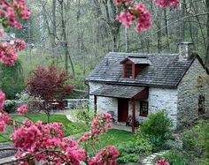 Olde Creek Cottage in Pennsylvania in spring (also links to other little dream homes with interior photos and information!)