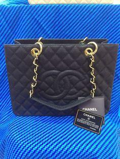 Bolsa de Grife CHANEL Shopper em Couro Caviar Preta - Linha Premium ef83a5dc671