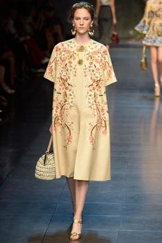 Dolce & Gabbana Spring 2014 Ready-to-Wear Collection Slideshow on http://www.style.com/fashion-shows/spring-2014-ready-to-wear/milan/dolce-gabbana/collection/DOL_1466.450x675.JPG