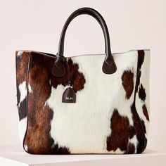 We love the cowhide on this bag. Our Illuminate Messenger bags each have cowhide, and one of our favorite parts is how each bag is unique! Fashion Handbags, Tote Handbags, Purses And Handbags, Fashion Bags, Fashion Accessories, Luxury Handbags, Cheap Handbags, Brahmin Handbags, Cheap Purses