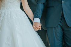 Fotografía de matrimonios   bodas al aire libre   fotógrafo de matrimonios en Chile Wedding Dresses, Fashion, Outdoor Weddings, Fotografia, Pictures, Bride Dresses, Moda, Bridal Gowns, Wedding Dressses