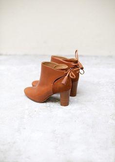 Sezane - bottine Shoes Boots Ankle, Low Boots, Cinderella Shoes, Blue Suede Shoes, Sneaker Heels, Pretty Shoes, Shoe Closet, Mode Inspiration, Mode Style