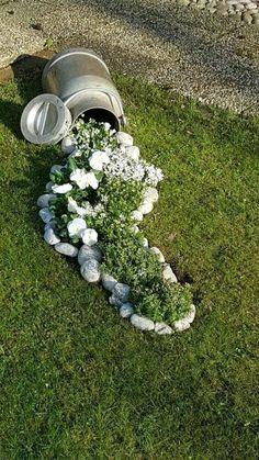 Vintage Garden Decor, Outdoor Garden Decor, Diy Garden Decor, Outdoor Ideas, Garden Seating, Stone Flower Beds, Flower Pots, Flower Ideas, Flower Landscape