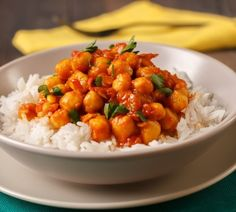 Easy, healthy, delicious, vegan... this chickpea curry recipe with cauliflower rice is a MUST-MAKE. #recipe #vegan