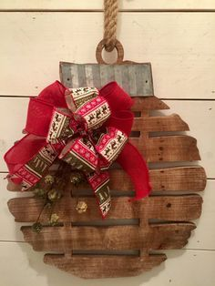 Rustic wood bell, Christmas wall decor, rustic Christmas decor, primitive Christmas decor, primitive bell, farmhouse Christmas decor #afflink #christmas #rustic