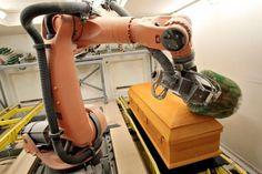 Cercueils Concept: l'invasion des robots | Gilbert Leduc | Les régions Home Appliances, Concept, Robots, Casket, Knowledge, House Appliances, Robot, Appliances