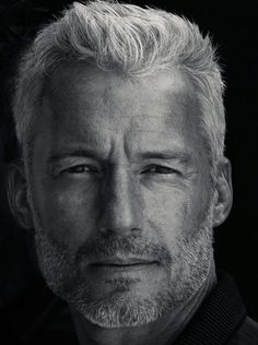 Mastering your Hair: Top 10 advices for a Modern Man Our Hairstyles Mens Hairstyles Older Men Haircuts, Older Mens Hairstyles, Men's Hairstyles, Short Haircuts, Hair And Beard Styles, Long Hair Styles, Grey Hair Men, Hommes Sexy