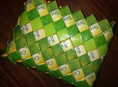 Purse in lime colours.  Inspiration for candy wrapping with tea bag papers.