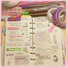 I like her style of journal/agenda type layout. I might try it some day :D