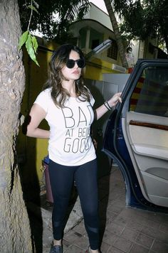 Zarine Khan, Kareena Kapoor Khan, News Design, Bollywood, Celebrity, Sporty, Women's Fashion, Models, Style