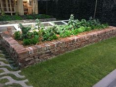 New design flower bed raised planter ideas Raised Flower Beds, Raised Garden Beds, Brick Flower Bed, Brick Planter, Brick Garden Edging, Raised Planter, Brick Patios, Garden Cottage, Edible Garden