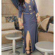 المقاس يمكن تفصيله بكل المقاسات مع إمكانية تغيير اللون والمقاس  للطلب التواصل: 00212651487262✅ #flora #celebrity#diva#stylish #fashion#style#swag#glam#hautecouture#freeze #unique #purse #jewelry#shopping