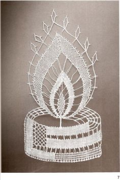 Doily Art, Bobbin Lacemaking, Bobbin Lace Patterns, Lace Heart, Lace Jewelry, Needle Lace, Lace Making, Simple Art, Lace Design