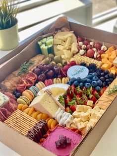 Charcuterie Recipes, Charcuterie And Cheese Board, Charcuterie Platter, Cheese Boards, Charcuterie Picnic, Meat Cheese Platters, Antipasto Platter, Cheese Plates, Wine Cheese