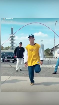 Feel Good Videos, Some Funny Videos, Funny Short Videos, Dance Choreography Videos, Dance Videos, Stupid Funny Memes, Funny Laugh, T Track, Cool Dance Moves