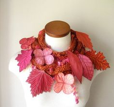 Long and Leafy Scarf with Embroidered Leaves por TheFaerieMarket